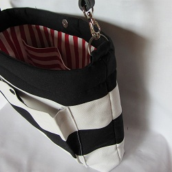 purse b and w leather side 250